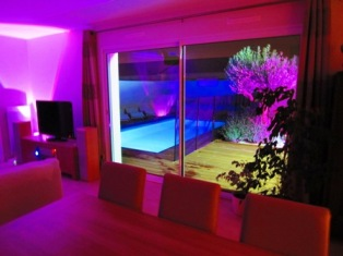 Salon nuit piscine